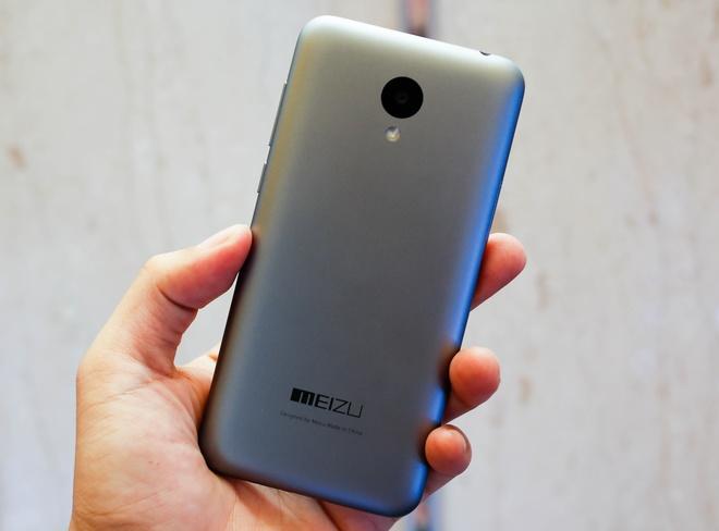 M2 có vỏ bằng nhựa và màn hình 5 inch. Ảnh: HĐ.
