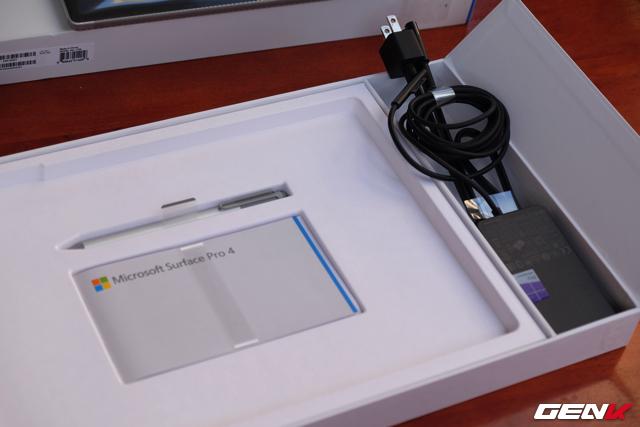 Mở hộp máy tính bảng Surface Pro 4 đầu tiên tại Việt Nam
