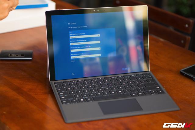 Về cấu hình, Surface Pro 4 được trang bị vi xử lý Intel Skylake với 3 tùy chọn là Intel Core M / Intel Core i5 / Intel Core i7.