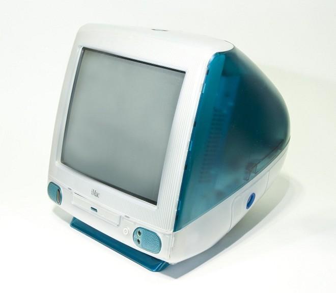 Phiên bản Bondi Blue iMac đầu tiên là một sản phẩm táo bạo và tham vọng, được cho là một bước đi mạo hiểm của Apple
