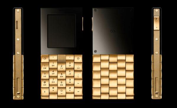 Phiên bản bằng thép của Æ+Y có giá 12.575 USD (xấp xỉ 280 triệu đồng) còn phiên bản bằng vàng có giá tới 72.000 USD (tương đương 1,6 tỷ đồng)