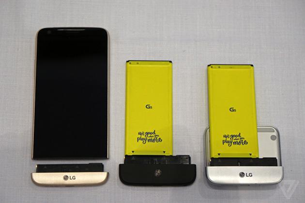 LG G5 đột phá với khả năng tháo rời phần dưới của máy. Ảnh: The Verge.