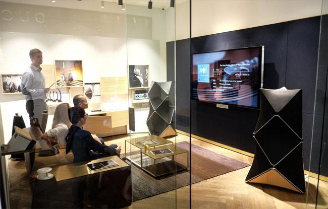 Showroom này có cùng thiết kế với các showroom Bang & Olufsen tại Đan Mạch và nhiều nơi khác trên thế giới.