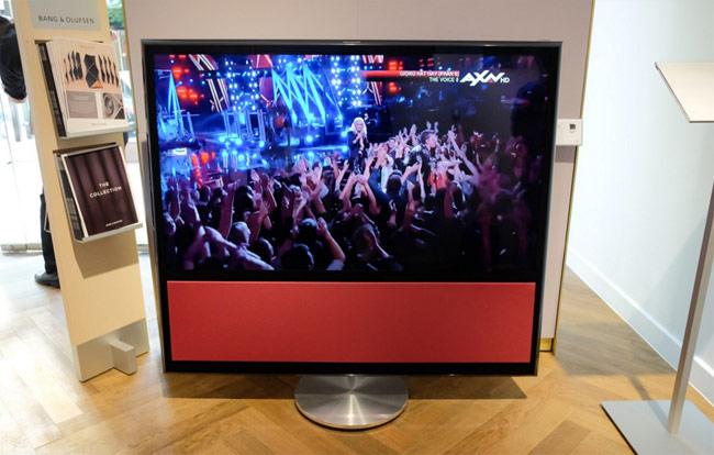 Hệ thống giải trí Beo Vision 11 giá 360,6 triệu đồng, gồm màn hình 55 inch có dải loa chất lượng cao đi kèm.