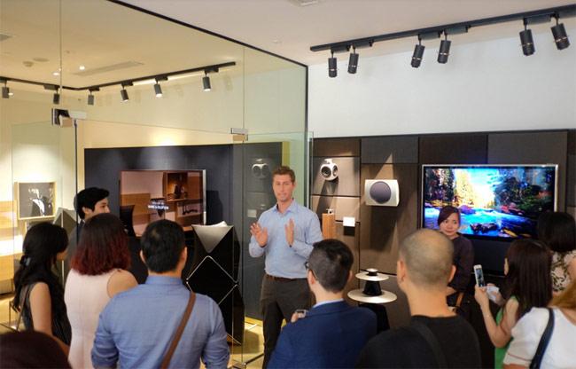 Thương hiệu âm thanh Đan Mạch vừa chính thức mang dải sản phẩm cao cấp Bang & Olufsen đến Việt Nam nhân dịp khai trương showroom đầu tiên tại TP HCM.
