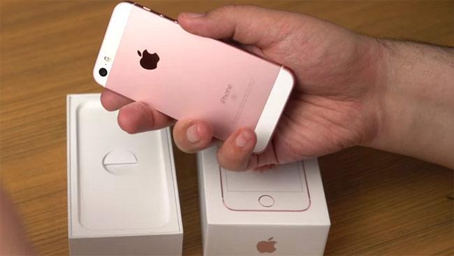 iPhone SE do kế thừa iPhone 6s nên có màu kính tối, khó quan sát hơn.