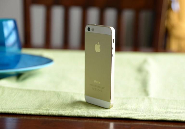 iPhone SE: Thiết kế nhàm chán, cấu hình vượt trội