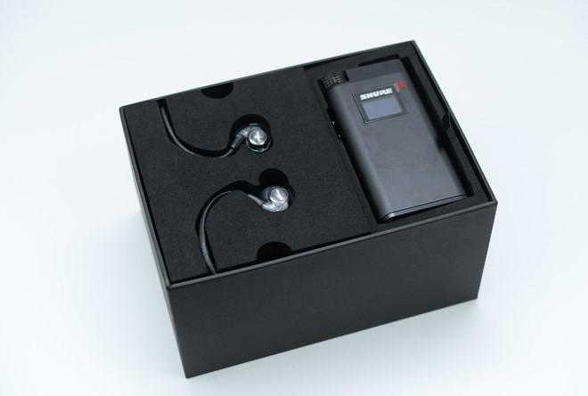 Điểm làm nên nét độc đáo cho Shure KSE 1500 chính là công nghệ tĩnh điện, vốn sử dụng trên các mẫu tai nghe chụp đầu cao cấp của Stax. Nó có một driver âm thanh siêu nhỏ.