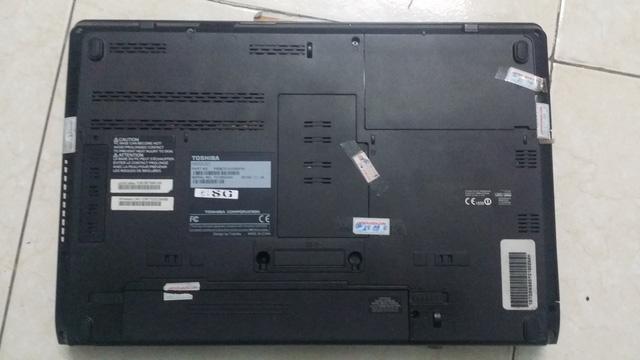 thao-pin-laptop-la-het-bao-hanh-hay-cach-dan-tem-bay-khach-cua-mot-so-cua-hang-1