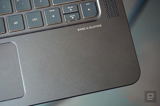 Giống như các sản phẩm tầm trung và cao cấp gần đây của HP, Spectre cũng sở hữu hệ thống loa hàng hiệu từ Bang & Olufsen.