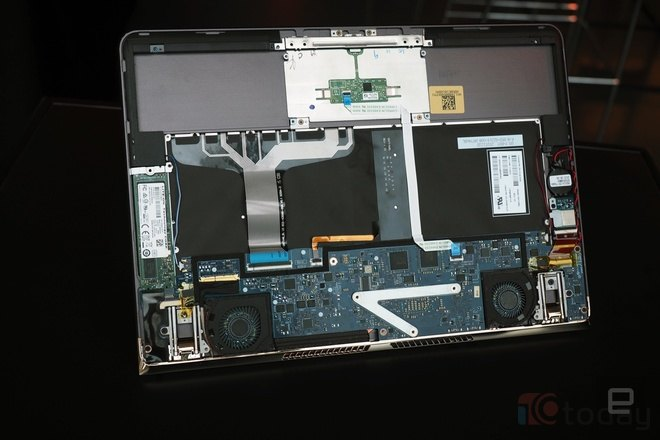 Không giống như MacBook 12 inch dùng chip Core M nên không có quạt tản nhiệt, Spectre 13 vẫn có các hệ thống này để làm mát máy hiệu quả hơn khi sử dụng chip Core i.