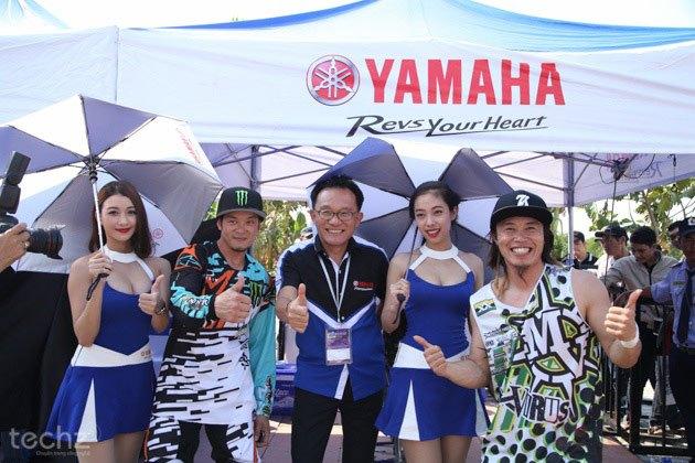 Ông Yano Takeshi (đứng giữa)– Tổng giám đốc Yamaha Vệt Nam khá tự tin trước đối thủ.