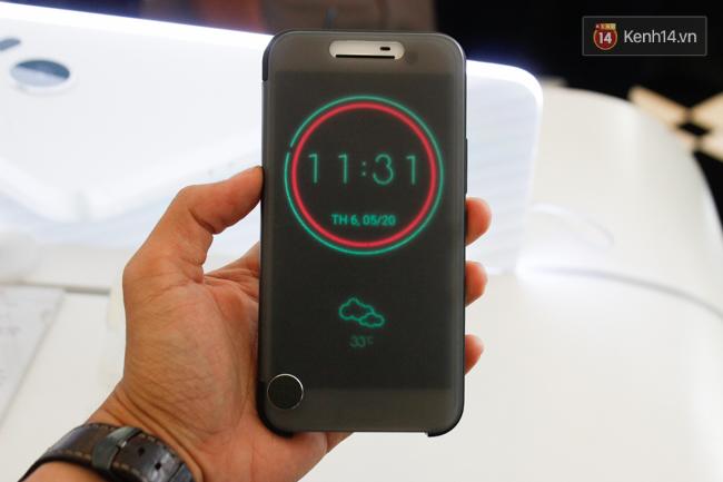 HTC 10 có 2 phiên bản màu Vàng và Bạc để lựa chọn. Giá bán chính thức tại thị trường Việt Nam là 16.990.000 đồng.