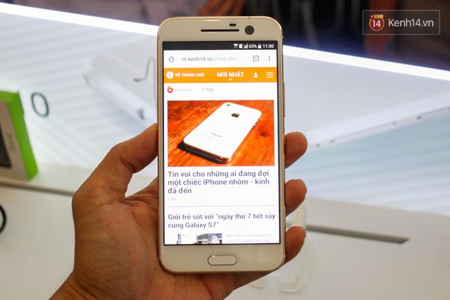 HTC 10 sở hữu màn hình 5,2 inch Super LCD 5 với kính Gorilla Glass 4 giúp tăng cường khả năng chống va đập và trầy xước.