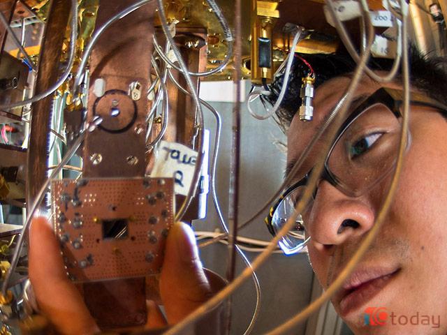 Cuộc đua máy tính lượng tử với Google