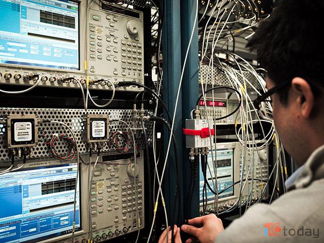 IBM và Google, trong việc tạo ra những chiếc máy tính lượng tử mạnh nhất và ứng dụng nó vào trong thực tế.