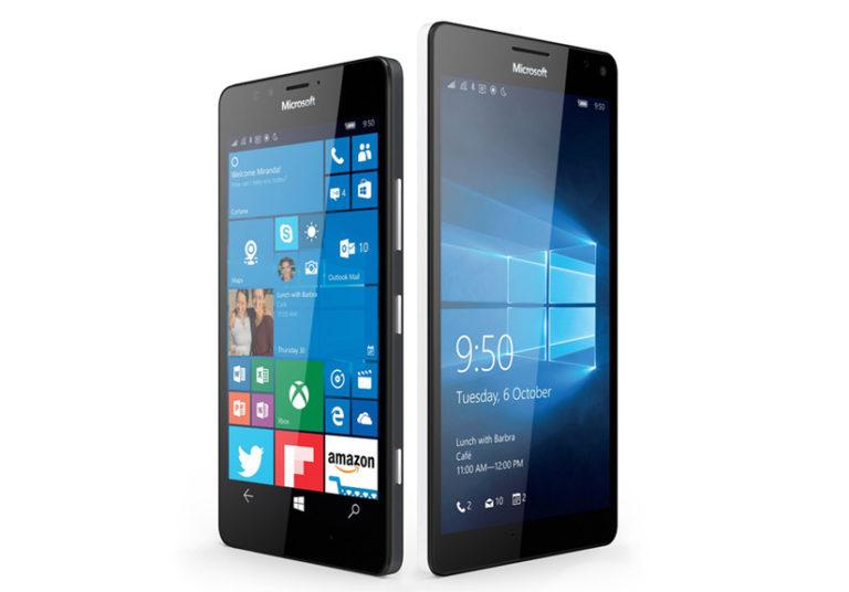 Lumia 950 có màn hình 5,2 inch còn Lumia 950 XL là 5,7 inch, đều có độ phân giải 1.440 x 2.560 pixel
