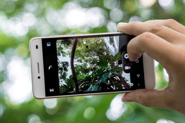 LAI Yuna S trang bị camera sau 8 MP, đi kèm đèn flash LED trợ sáng