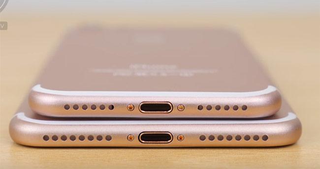 Phía dưới cả hai nguyên bản đều thay thế giắc cắm 3,5 mm bằng dải loa. Có nguồn tin cho rằng chỉ một dải loa đóng vai trò phát âm thanh, dải còn lại sẽ bao bọc cho mic nhỏ phía trong.