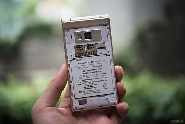 Freetel trang bị cho Musashi 8GB bộ nhớ trong nhưng các bạn có thể nâng cấp qua khe cắm thẻ microSD bên ngoài, tối đa 64GB.