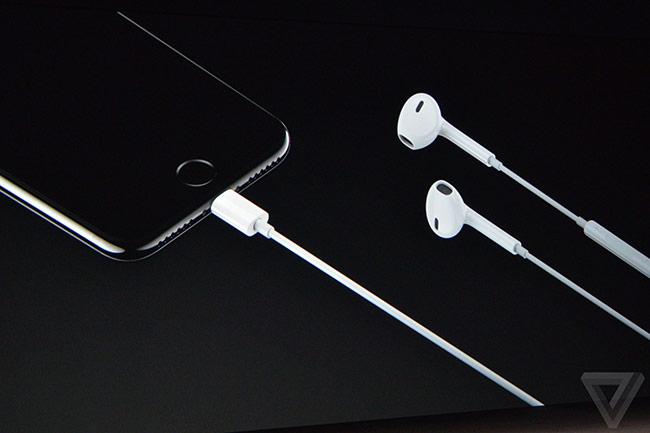 Apple đã trang bị cho iPhone 7 và 7 Plus hai loa stereo ở đỉnh và cạnh dưới của máy
