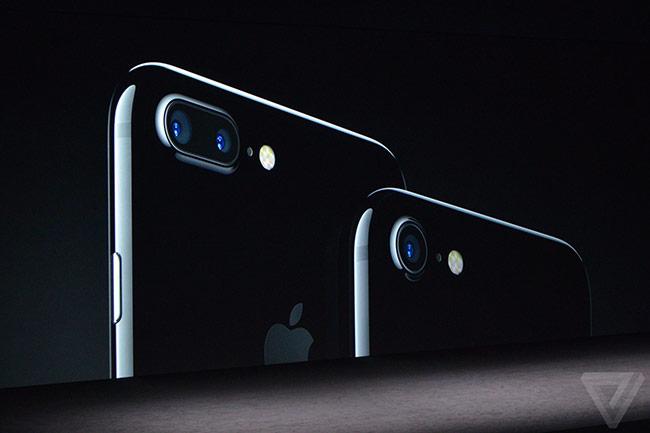 Apple ra mắt bộ đôi iPhone mới.