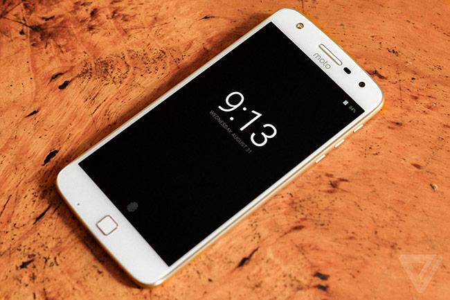 Moto Z Play sẽ lên kệ tại Mỹ vào ngày 8/9. Máy tích hợp sẵn nền tảng Android 6.0.1 Marshmallow.