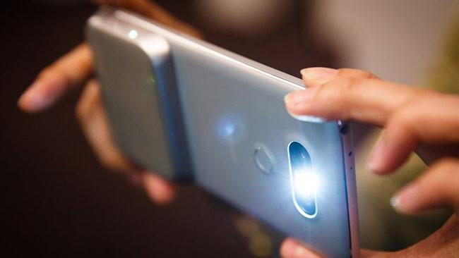 G5 vẫn nhận được những đánh giá rất cao về khả năng chụp ảnh và quay video nhờ camera kép