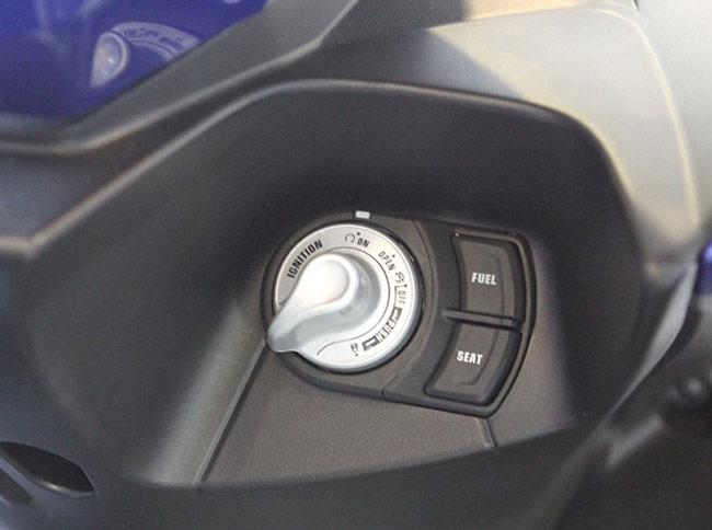 Xe được trang bị hệ thống khóa thông minh Stop Start System.