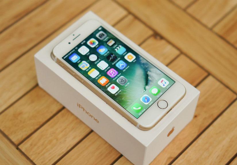 Mở hộp iPhone 7 chính hãng đầu tiên tại Việt Nam