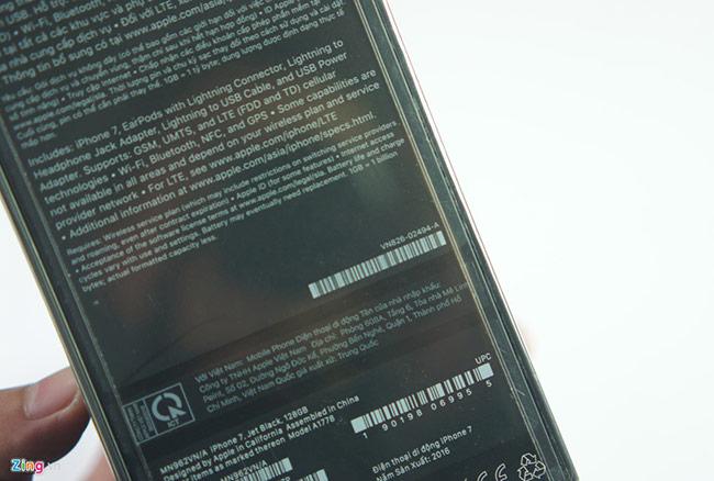 Máy dành cho thị trường Việt Nam có tên mã VN/A, vỏ hộp sử dụng tiếng Việt. Đáng chú ý, tên đơn vị nhập khẩu của sản phẩm là công ty TNHH Apple Việt Nam, thay vì các nhà phân phối quen thuộc như FPT Trading, FPT Shop hay Thế Giới Di Động. Đây là vỏ hộp của phiên bản màu đen bóng (Jet Black). Các bản còn lại đều có vỏ màu trắng, kể cả bản đen mờ.