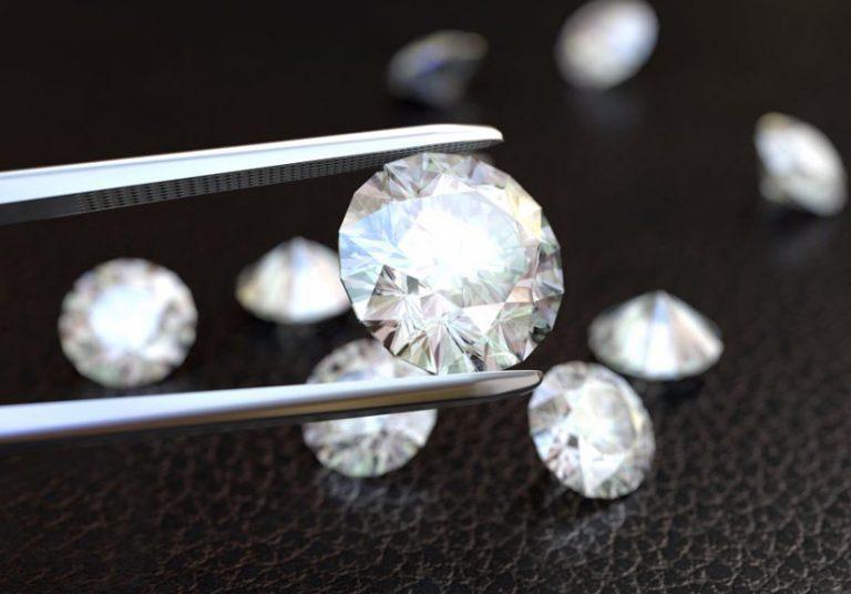 """Những viên kim cương """"phóng xạ"""" có tính chất đặc biệt hơn kim cương thường. Ảnh: aaasinvest.it"""