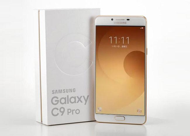 Galaxy C9 Pro bán ra tại thị trường Trung Quốc vào cuối tháng 10 và chưa được Samsung phân phối chính hãng tại Việt Nam.