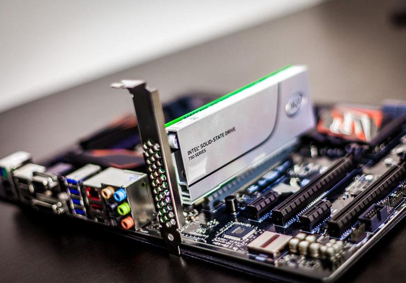 SSD sử dụng giao tiếp PCIe tốc độ cao sẽ dần thay thế chuẩn ổ SSD SATA hiện nay.