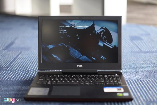 Dell Inspiron 15 Gaming 7000 series hướng đến nhóm khách hàng là game thủ, cần một cấu hình mạnh nhưng giá thành phải chăng. Điểm cộng trên model này là thiết kế hầm hố, màn hình hiển thị tốt và hiệu năng ổn định.