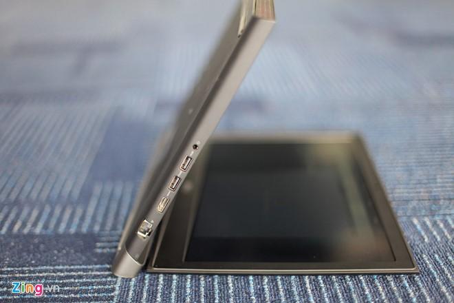 Dell Inspiron 7579 hỗ trợ đầy đủ các cổng kết nối như cổng USB 3.0, HDMI, LAN, giắc cắm tai nghe 3.5 mm.