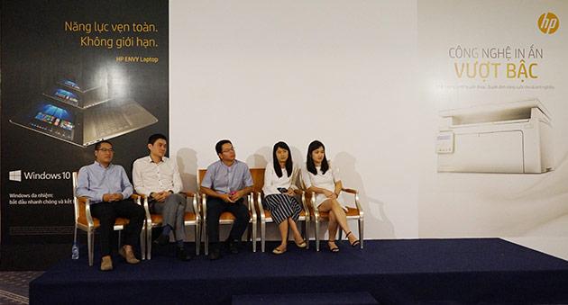 Hình ảnh đại diện HP Việt Nam trả lời các câu hỏi liên quan đến sản phẩm trong buổi ra mắt dòng laptop HP ENVY mới.