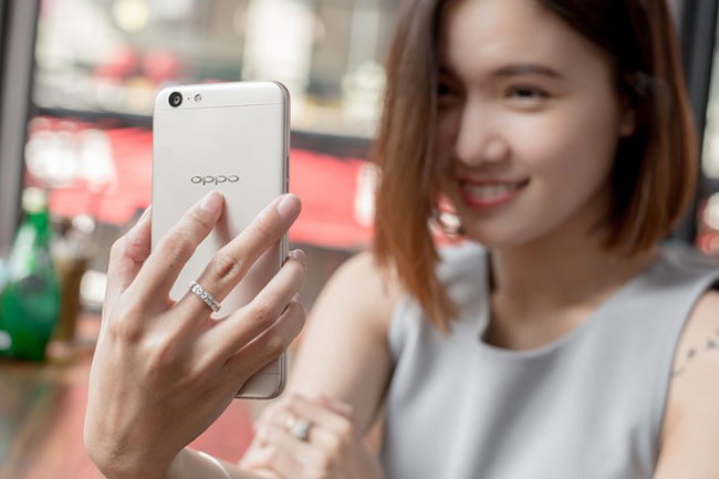 Camera selfie của Oppo được đánh giá cao.
