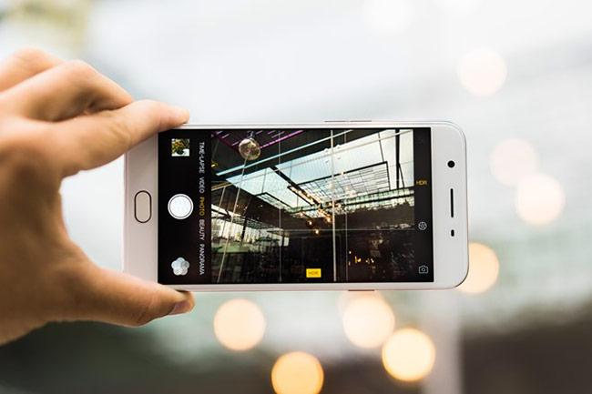 Camera của F1s được người dùng đánh giá cao.