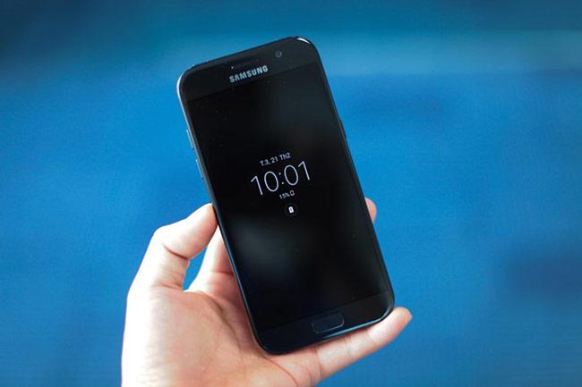 Samsung cũng đem màn hình Alway On lên Galaxy A5 2017.