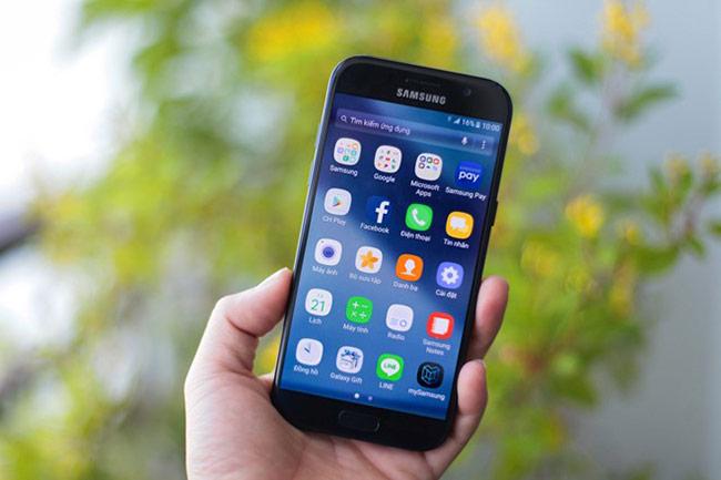 Galaxy A 2017 được coi là bản thu gọn cấu hình của dòng S nên giao diện và các tính năng không có nhiều thay đổi.