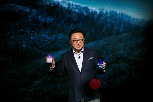 Ông DJ Koh, Chủ tịch Mảng Kinh doanh Truyền thông Di động thuộc tập đoàn Samsung Electronics giới thiệu bộ đôi thế hệ tiếp theo của dòng S.