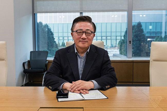DJ Koh - Chủ tịch của Samsung Mobile.