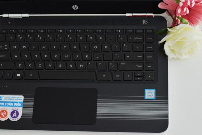 HP Pavilion 14 được thiết kế với bàn phím chiclet thông dụng và hệ thống loa dọc trên bàn phím