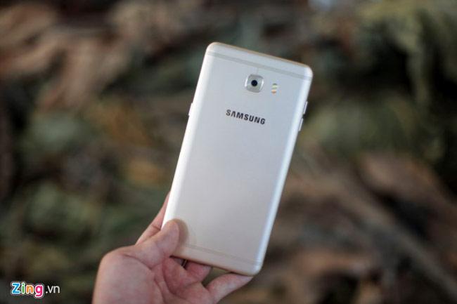 Samsung Galaxy C9 Pro có thiết kế đẹp với dải ăng ten hình khuông nhạc ở mặt lưng