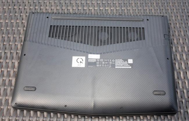 Legion Y520  được thiết kế ô tản nhiệt lớn cùng các cánh tản nhiệt bằng kim loại