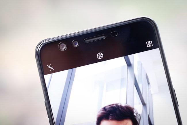 F3 Plus với hệ thống camera trước có dạng kép