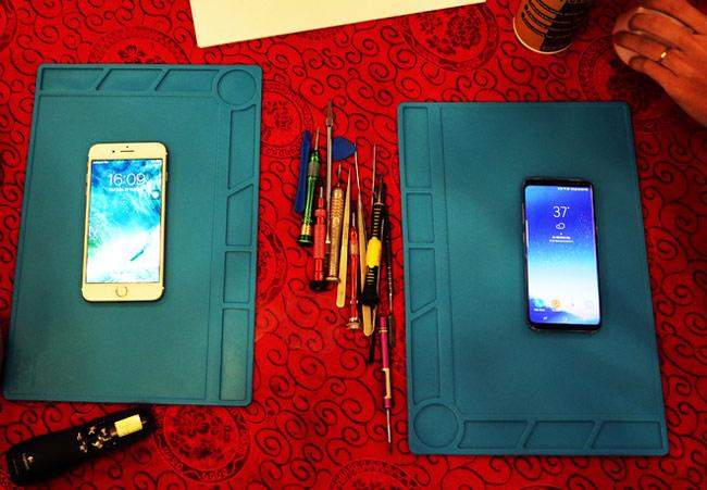 so sánh khả năng sửa chữa và thay thế của Galaxy S8 đối với iPhone 7