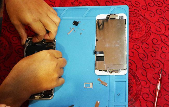 Tách viên pin iphone 7