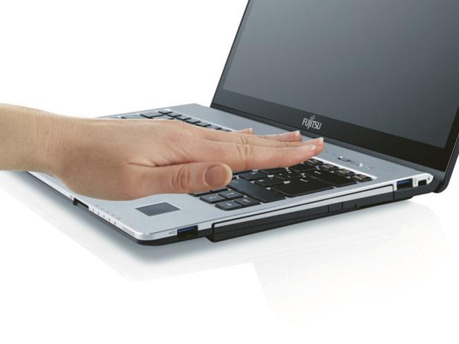 Laptop của Fujitsu sử dụng máy quét tĩnh mạch lòng bàn tay